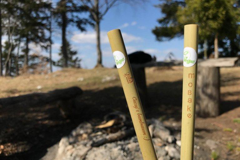 Cucaj s bambusom, bambusová slamka, mobake
